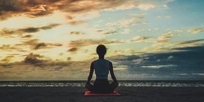 Йога на фоне заката