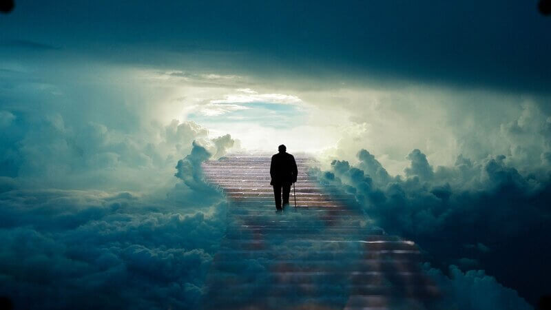 Силуэт человека лестница в небо