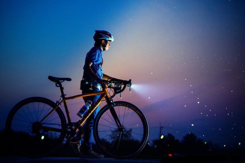Велосипедист ночное небо