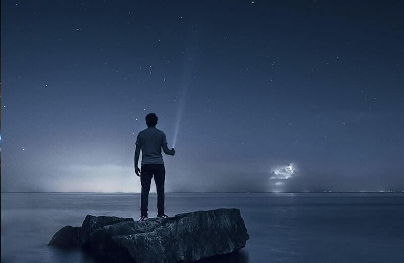 Силуэт море фонарь ночное небо