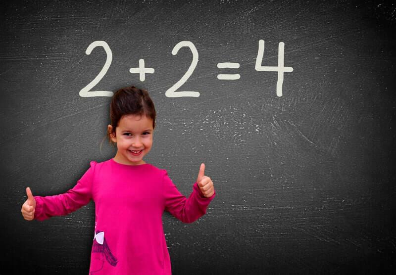 Девочка в красном 2+2=4
