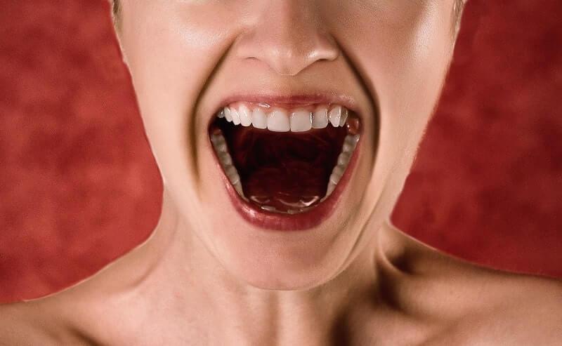 Рот вопль крик