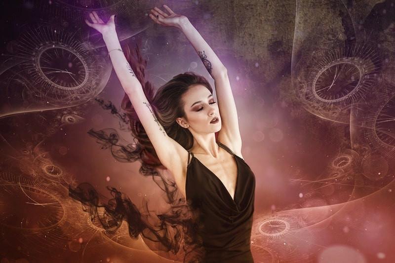 Девушка в астральном пространстве