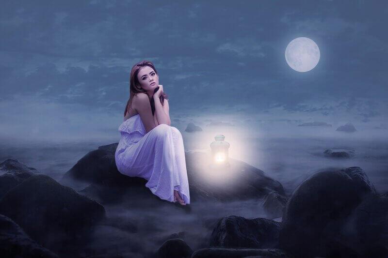 Женщина луна фонарь