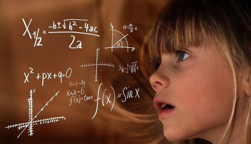Девочка гений математика