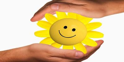 Ладони солнце улыбка