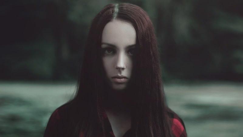 Портрет девушка без эмоций