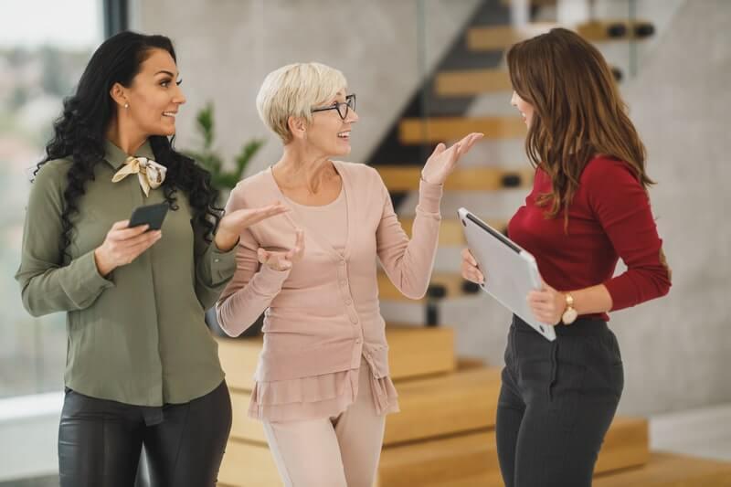Женщины разговор диалог