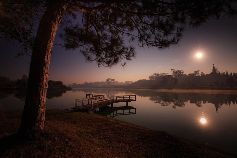 Озеро дерево закат