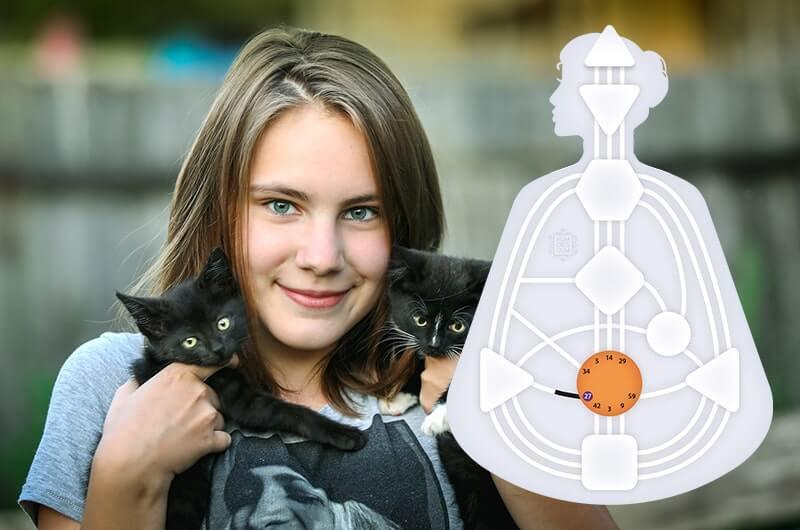 Девочка котята забота