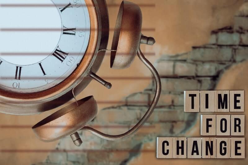 Часы стена время перемен