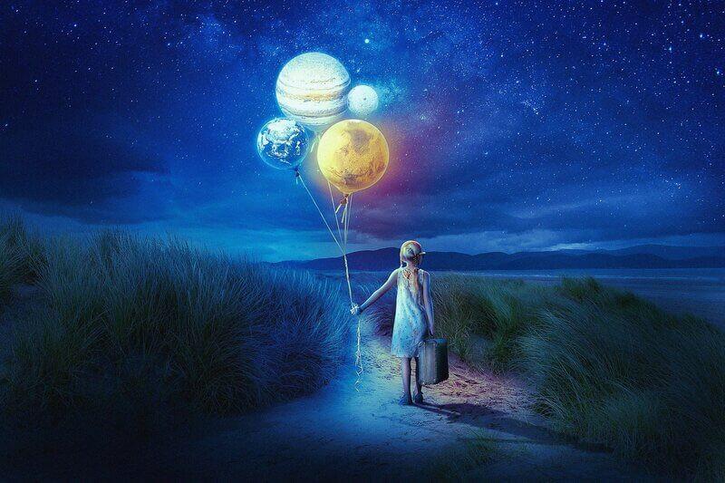 Девочка шары планеты